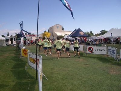 the whole team of B@stards running to the finish!