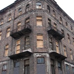 Warsaw: Condemned building, fitting in a way