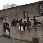 Warsaw: A sculptural fence from old rustic ruins