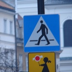 Warsaw: Walk across the road with a lolly pop?