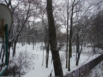 Krakow: Snow! in the backyard of the hostel!