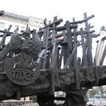 Warsaw: Different crosses to mark different races
