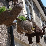 Thatched animals outside one of Beer's cute stops