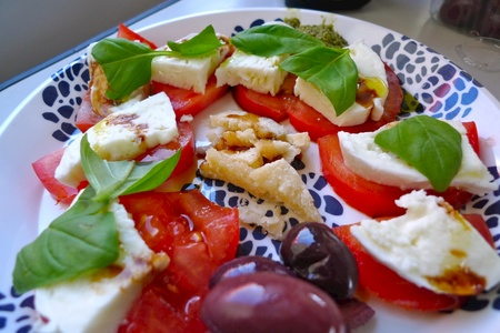Mozz, tomato & amazing Balsamic Vinegar (the good stuff from Modena)
