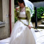 A fleeting glimpse of the bride